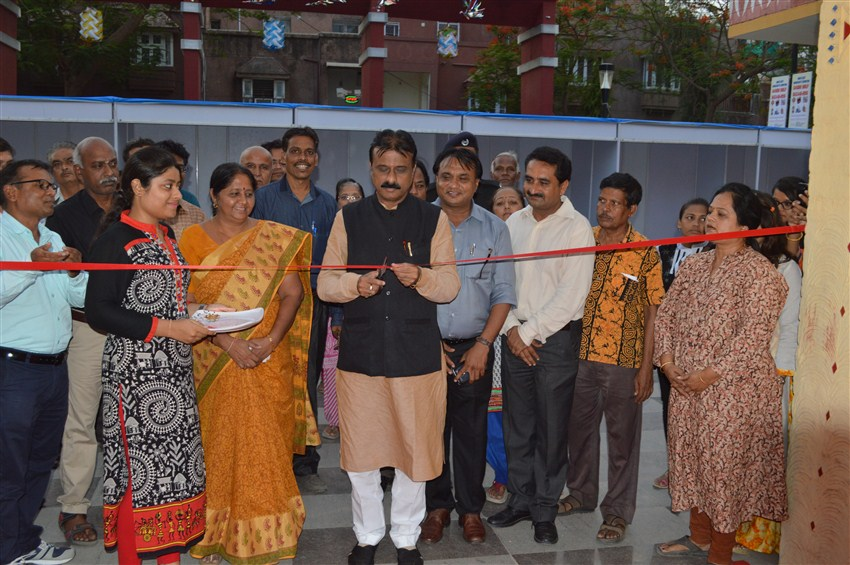 image of Mayor of Ahmedabad inaugurated Gandhi Shilp Bazaar at Ahmedabad Haat, Ahmedabad, Gujarat organized by COHANDS,New Delhi  from 24.06.2016 to 03.07.2016 .